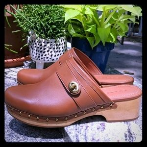 Coach turn lock tan clog 8